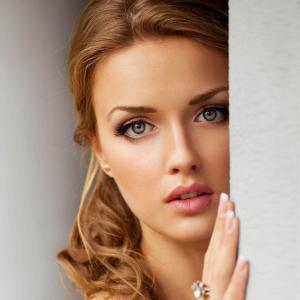 Beautiful-Woman-2048x2048