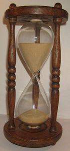 256px-Wooden_hourglass_2