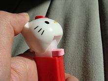 Hello_Kitty_PEZ_dispenser_open_II