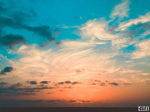 512px-Azerbaijan_bulud_cloud_sun_sunset_gun_gun_batimi_sema_azerbaycan_sua_erken