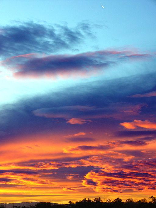 512px-Moon_in_Sunrise_Sky