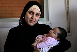256px-a_syrian_refugee_and_her_newborn_baby_at_a_clinic_in_ramtha_jordan_9613483141